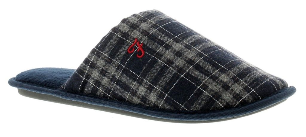 With luxurious fleece fabrics, suedes and plush leather, you can choose your perfect pair of capsule slippers!